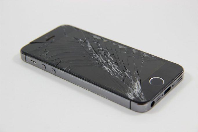 cracked iphone screen repair